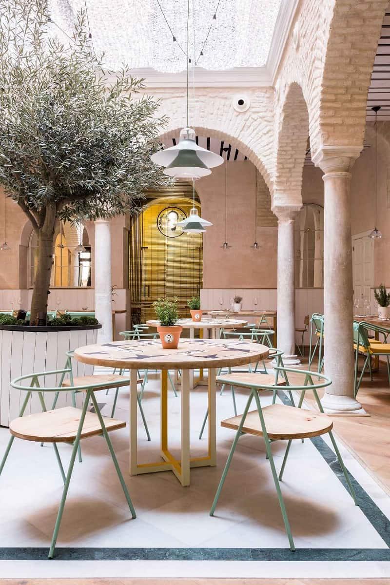 El pinton a small kingdom of the mediterranean cuisine in - Factory sofas sevilla ...