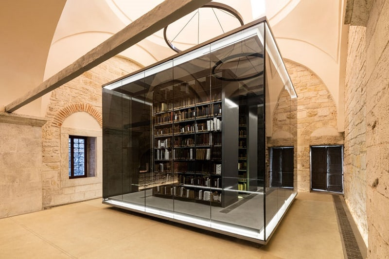 stunning-library-located-in-an-old-hammam-in-istanbul2