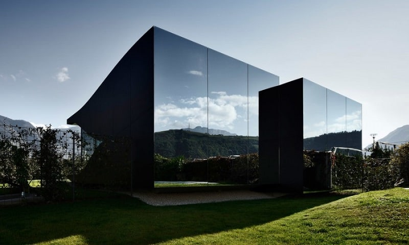 the-beauty-of-the-dolomites-reflected-in-the-facades-of-mirror-houses1