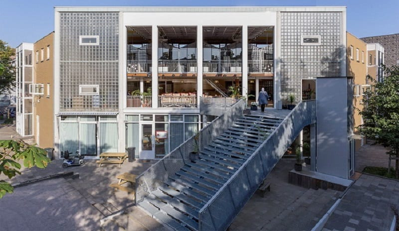 new-coworking-space-in-the-place-of-an-old-school-in-amsterdam5