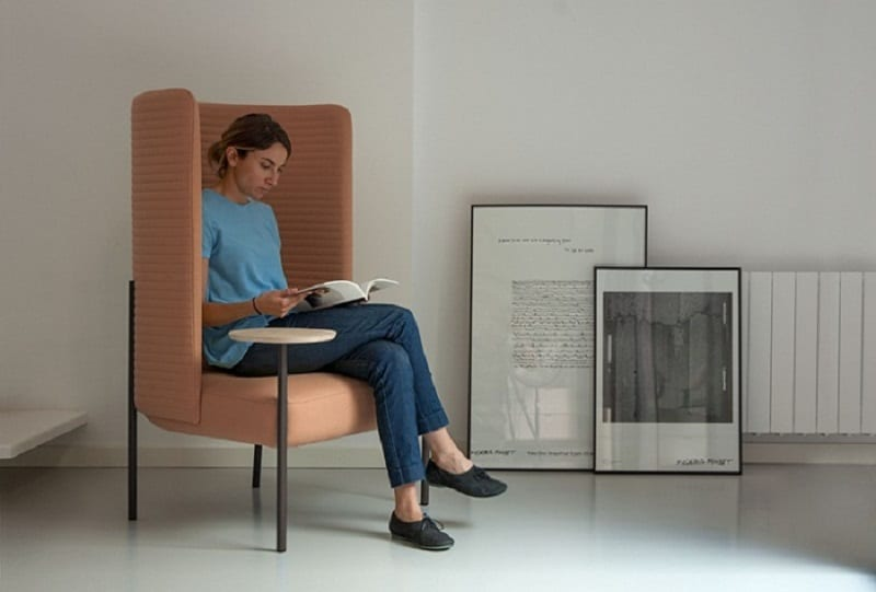 """Creative chair in which you can be """"isolated"""" from the world"""