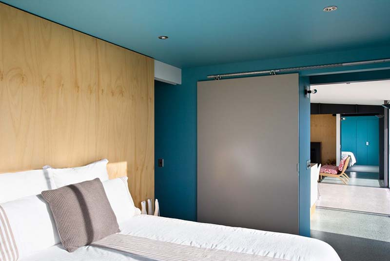 Peka Peka Beach Holiday House bedroom
