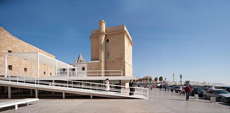 Between Cathedrals in Cadiz 9