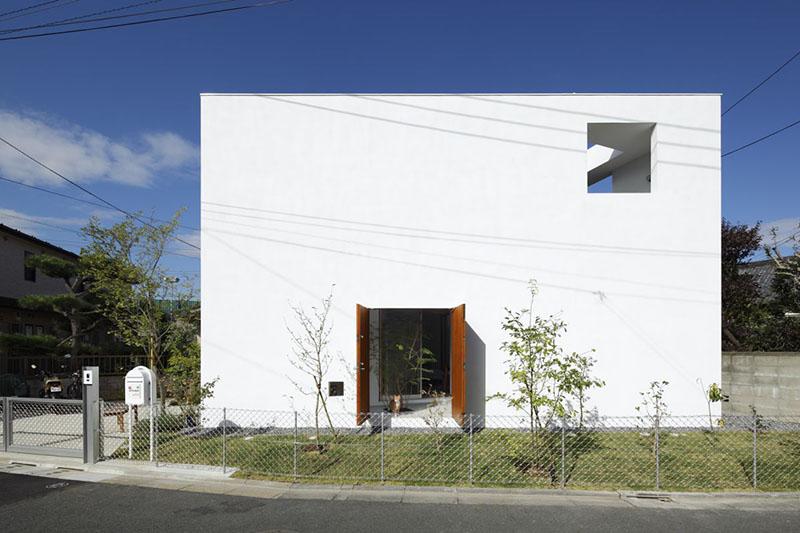 Inside Out House by Takeshi Hosaka Architects 3