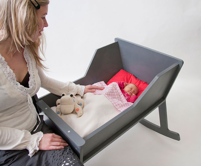 Rockid A rocking chair and cradle in one 4