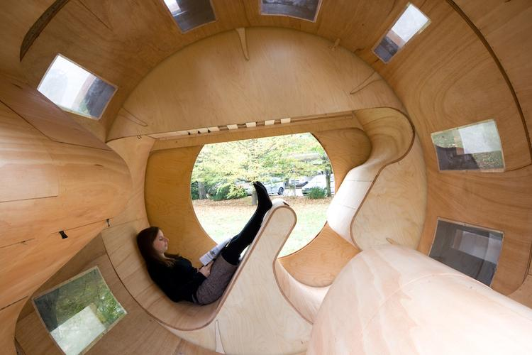 Cylindrical rotating house roll it 1