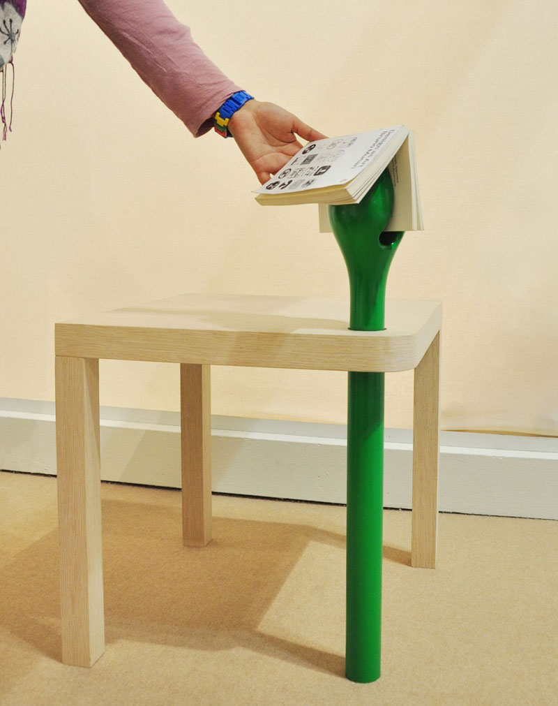 Sprout Reading Table with petal-shaped bookmark 2
