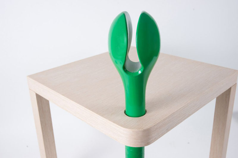 Sprout Reading Table with petal-shaped bookmark 3