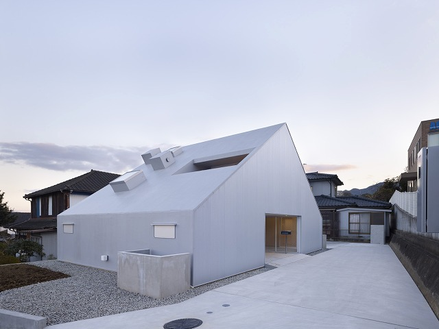 Cloudy House by Takao Shiotsuka Atelier 1