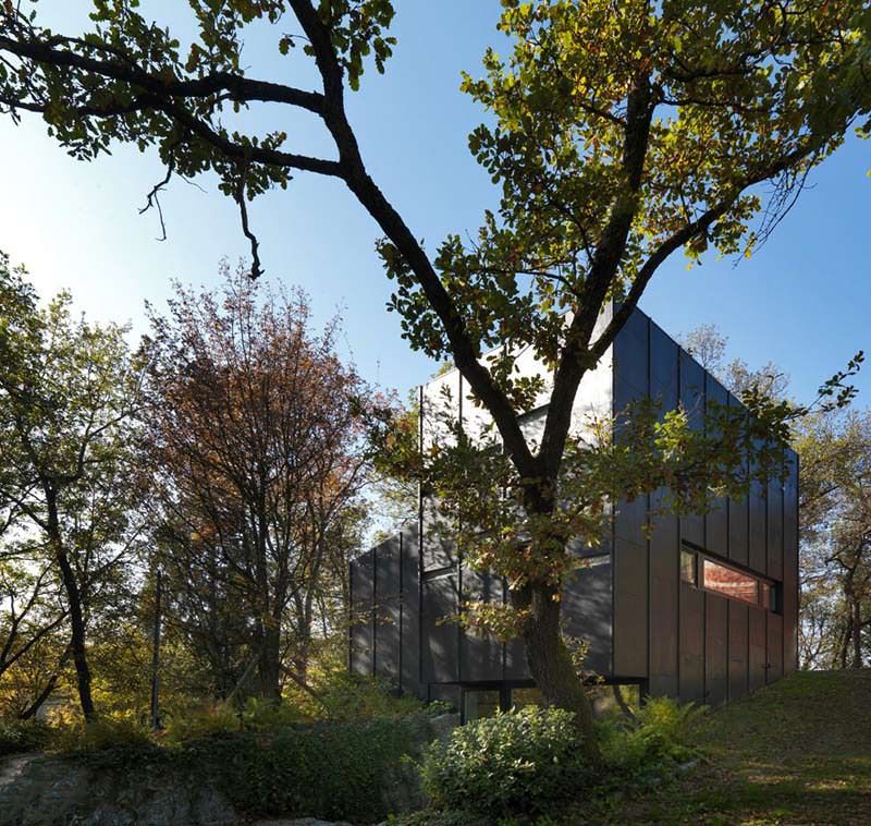 Small Guest House by Enrico Iascone