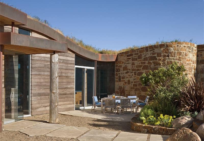 Dani Ridge Hill House by Carver + Schicketanz