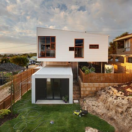 Suburban Beach House by David Barr & Ross Brewin