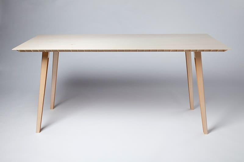 Kleinergleich5 table by Ruben Beckers