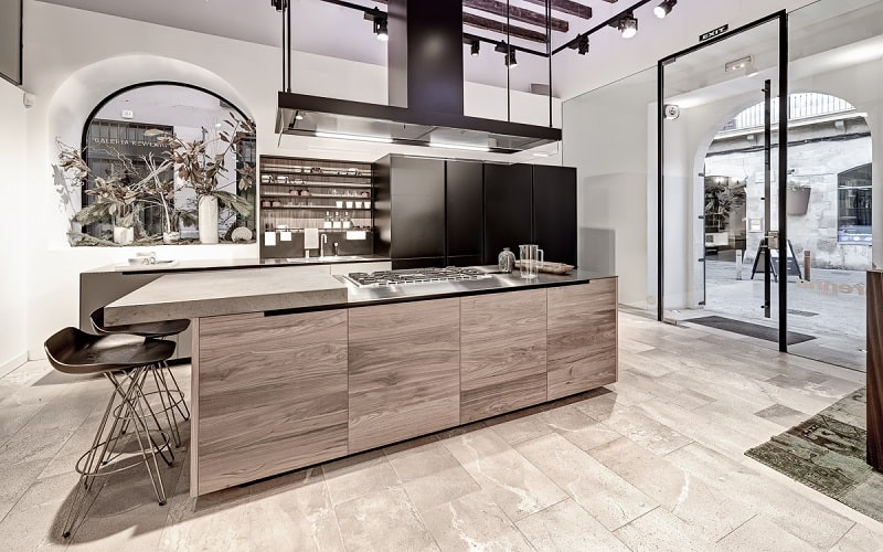 Modern spacious kitchen designs by Varenna5