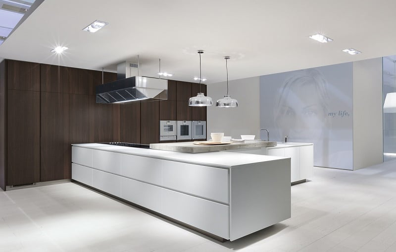 Modern spacious kitchen designs by Varenna8