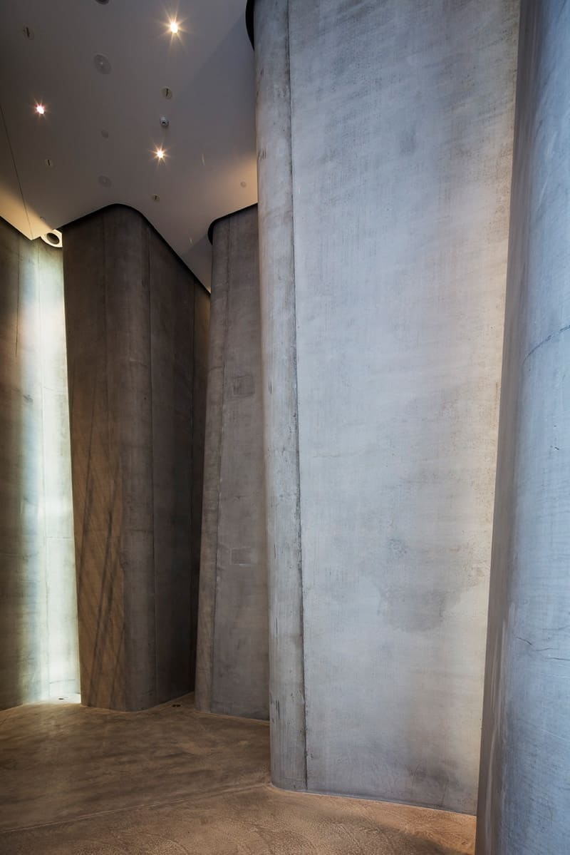 A play with geometric shapes and materials in the museum Len Lye6