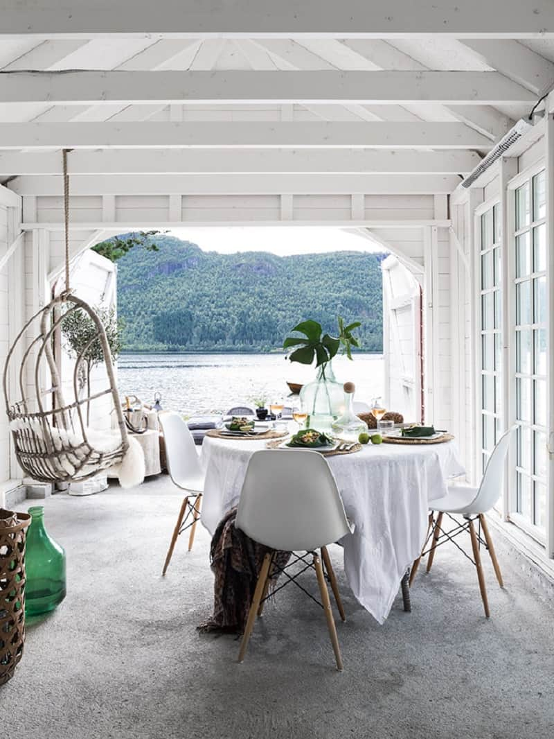 A small boathouse decorated in Scandinavian style