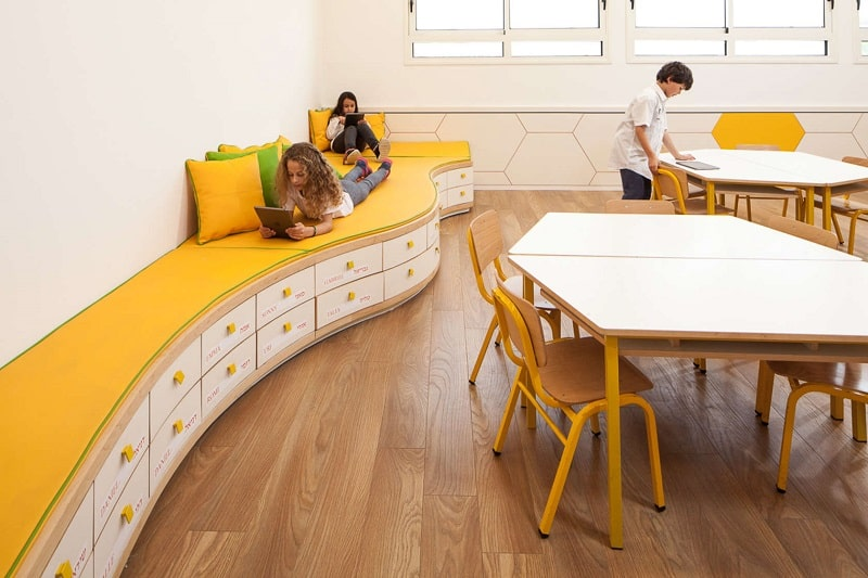 Awesome school in Israel with playful interior`1