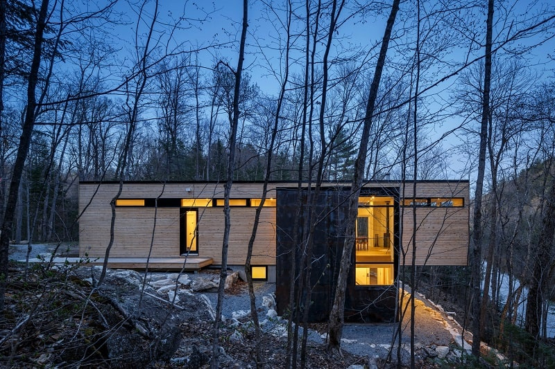 Relaxing cottage in the middle of a forest in Canada6