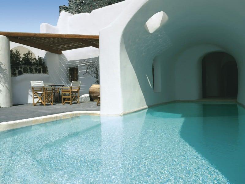 Intimate haven in Santorini3