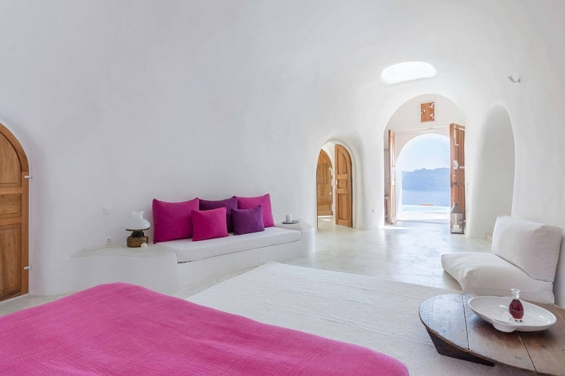 Intimate haven in Santorini5