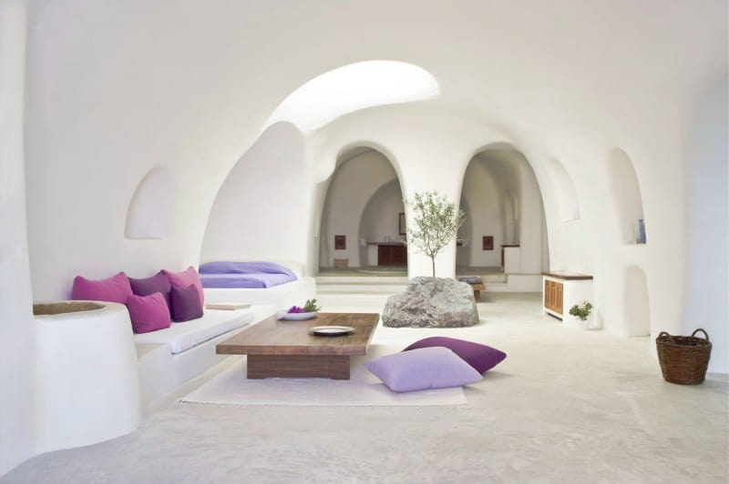 Intimate haven in Santorini9