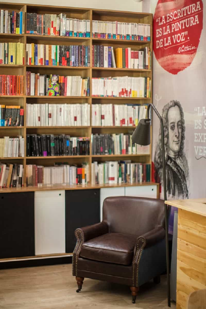 Bookstore-café with a warm appealing interior10