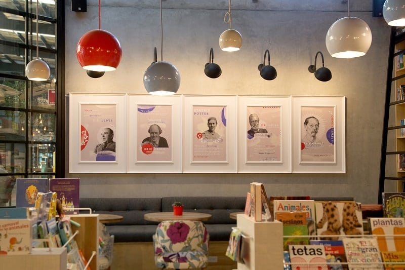 Bookstore-café with a warm appealing interior11