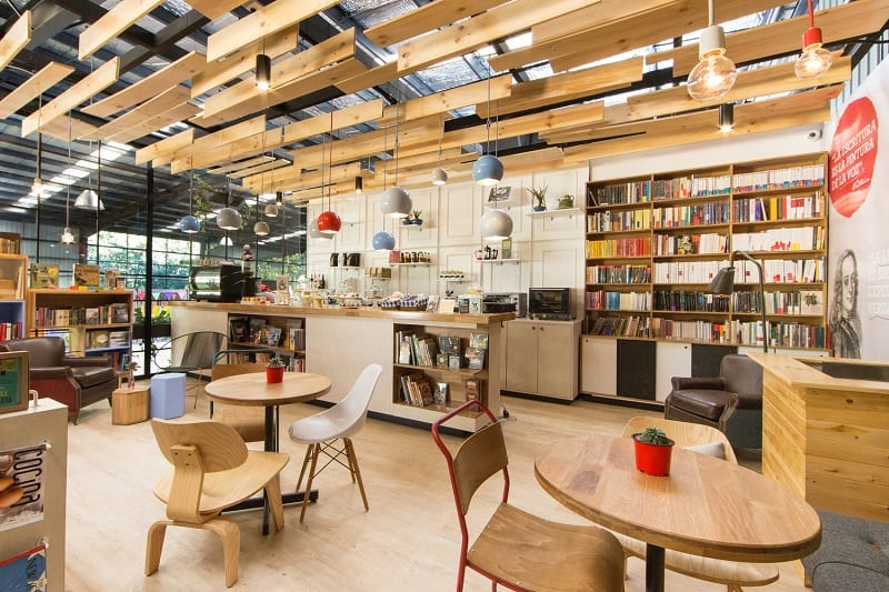 Bookstore-café with a warm appealing interior4