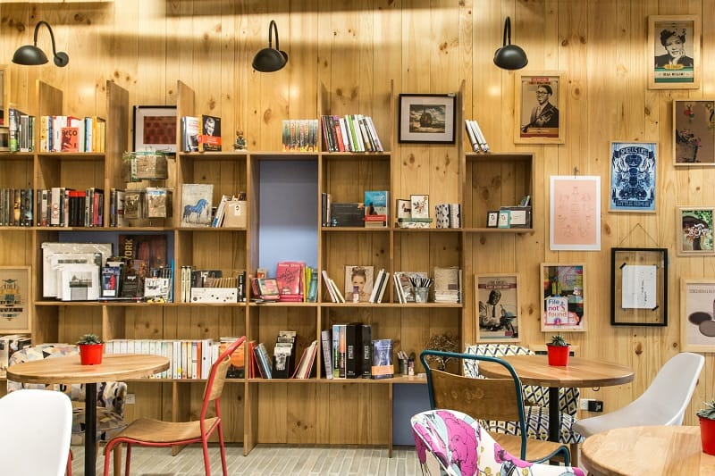 Bookstore-café with a warm appealing interior9