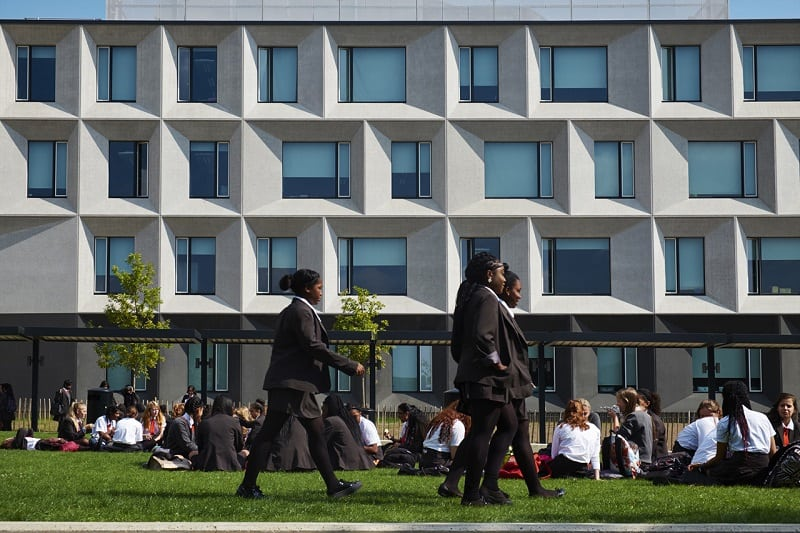 Secondary school with contemporary design in London5