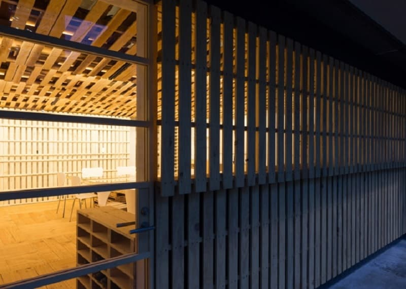 Tokyo office renovated with 130 shipping pallets5