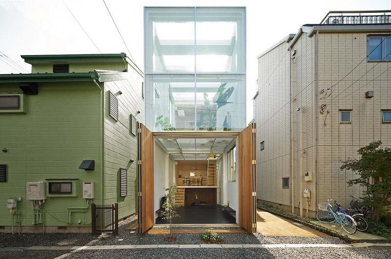 Small family house that breaks the barriers between the interior and exterior
