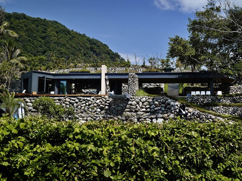 A'tolan, modern home in harmony with the natural landscape of Taiwan5
