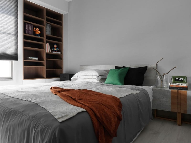 Minimalist black-and-white apartment with yellow accents5