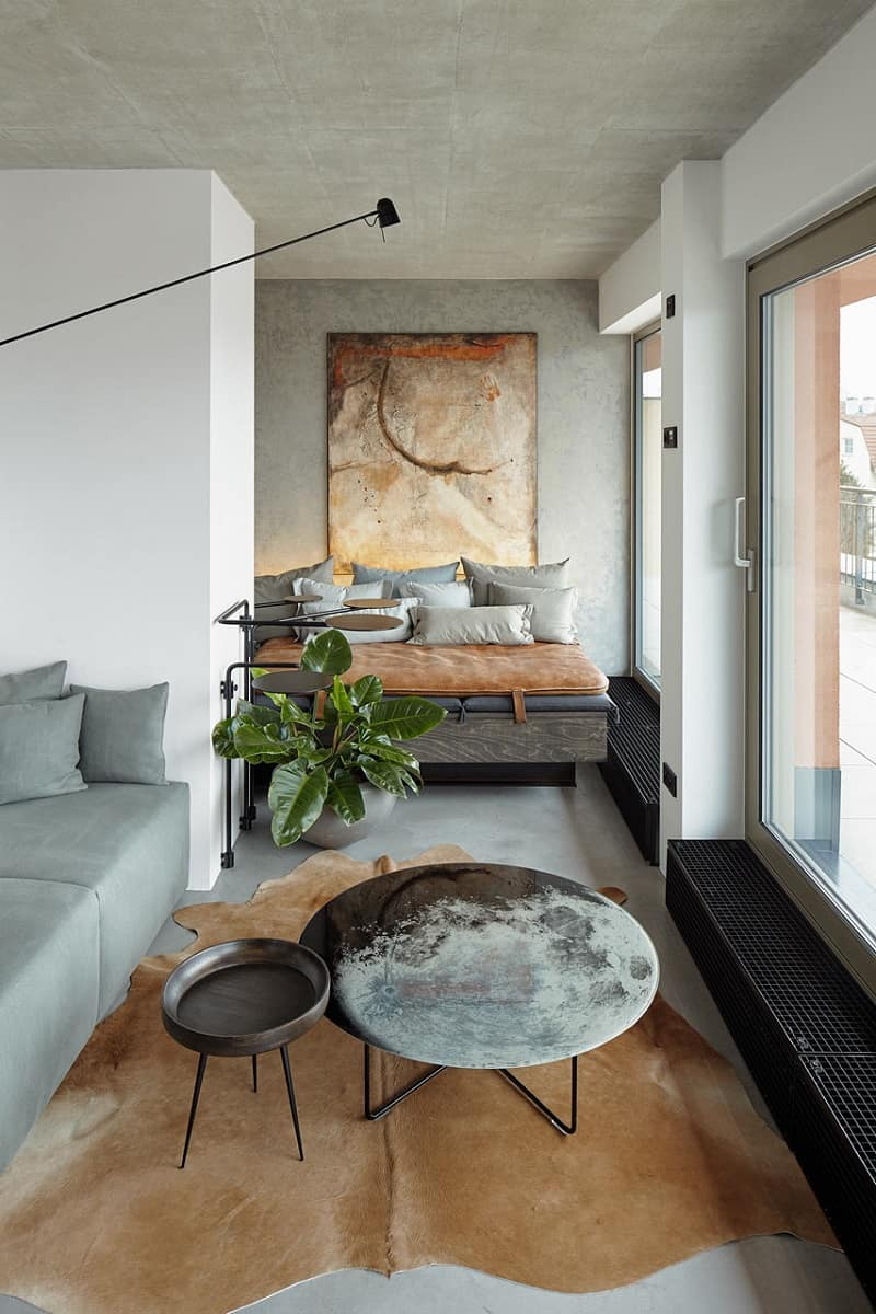 Industrial apartment with unconventional artistic expression1