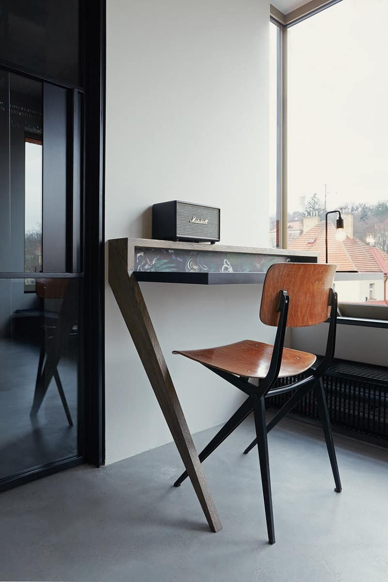 Industrial apartment with unconventional artistic expression3