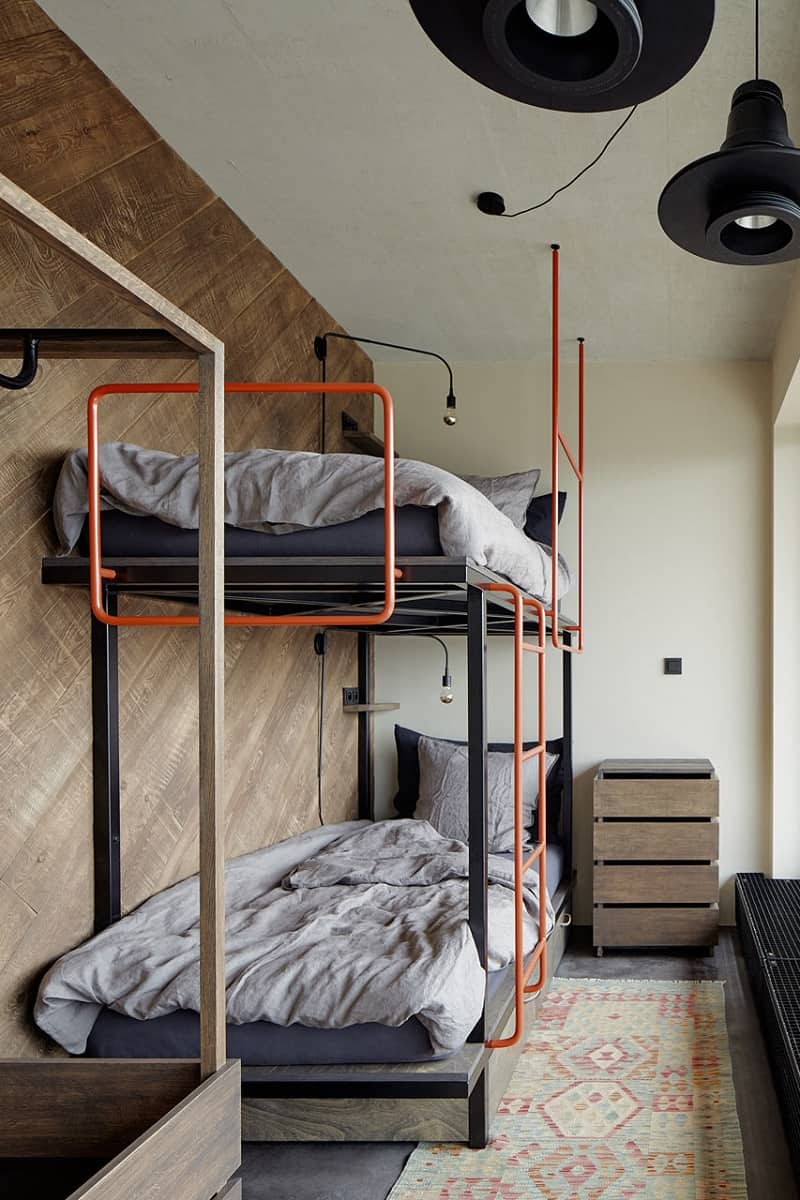Industrial apartment with unconventional artistic expression4