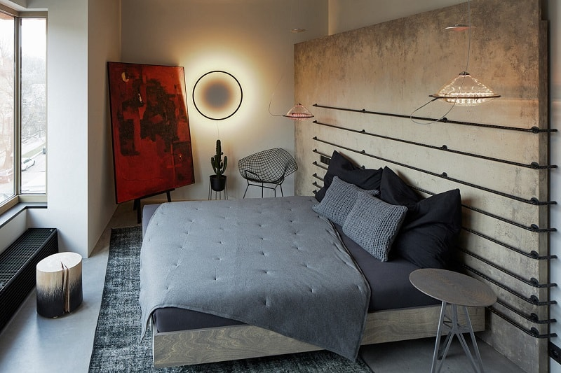 Industrial apartment with unconventional artistic expression5