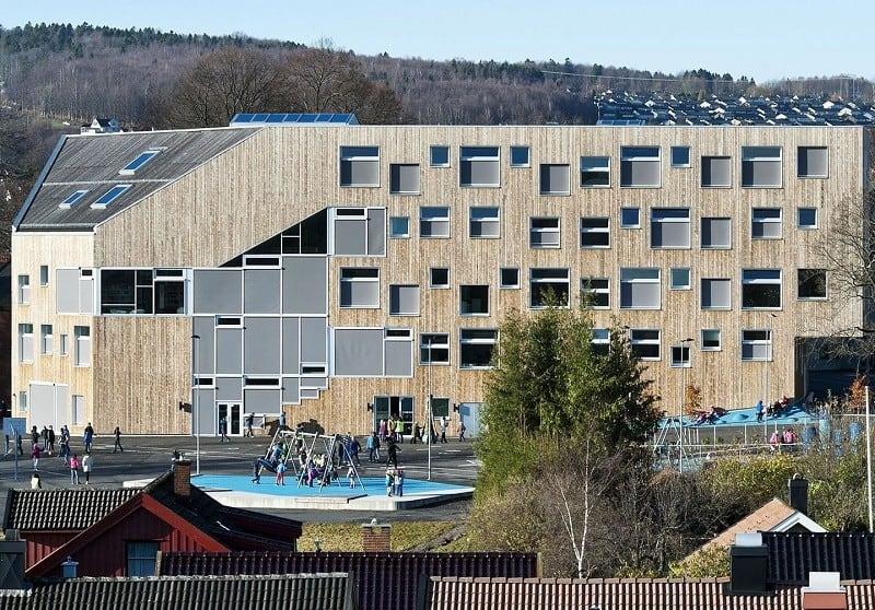 school-with-minimalist-architecture-in-norwegian-style