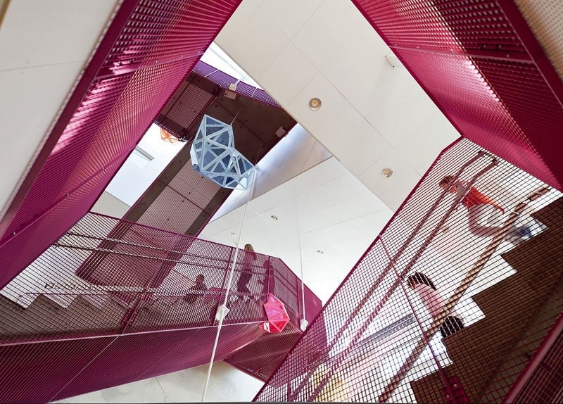 school-with-minimalist-architecture-in-norwegian-style3