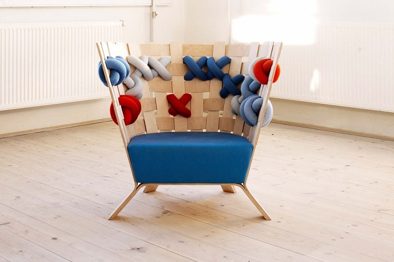 fun-armchairs-that-look-like-cheerful-knitted-sweaters