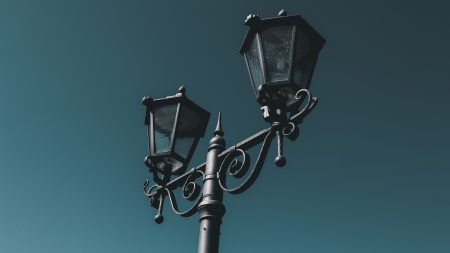 black street light during daytime
